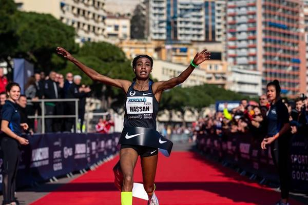 Sifan Hassan sets the world 5km record in Monaco (NN Running Team)