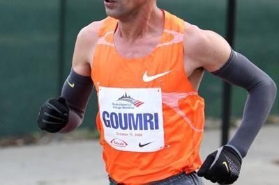Abderrahim Goumri en route to his runner-up finish in Chicago (Victah Sailer)