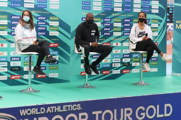 Esther Guerrero, Grant Holloway and Maria Vicente ahead of the World Athletics Indoor Tour Gold meeting in Madrid (RFEA)