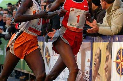 Berhane Adere (1) just leads Edith Masai in the 2004 Bo-Classic 5km (Lorenzo Sampaolo)