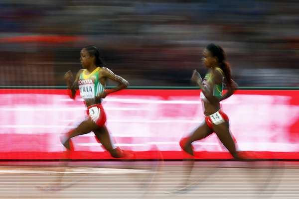 Almaz Ayana leads from Genzebe Dibaba in the 5000m at the IAAF World Championships Beijing 2015 (AFP / Getty Images)