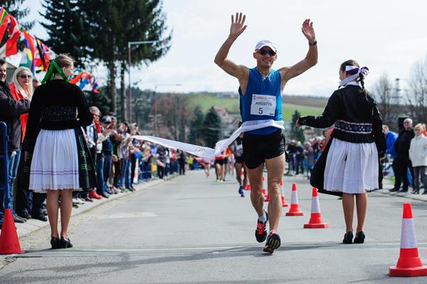 Rafal Augustyn wins at the 2016 Dudinska 50 (Pavol Uhrin / Fotosport)