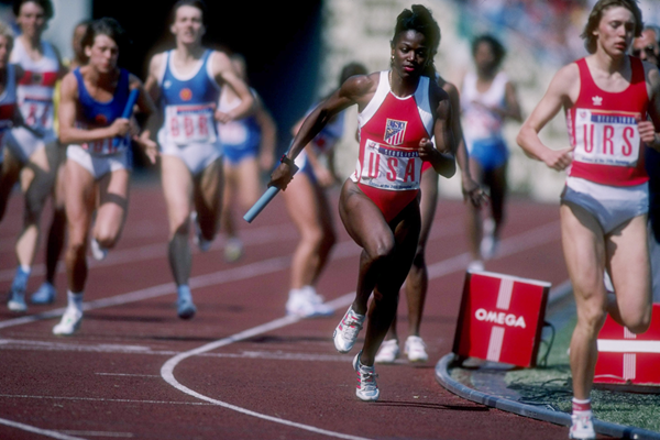 Valerie Brisco-Hooks in the 4x400m at the 1988 Olympic Games (Getty Images)