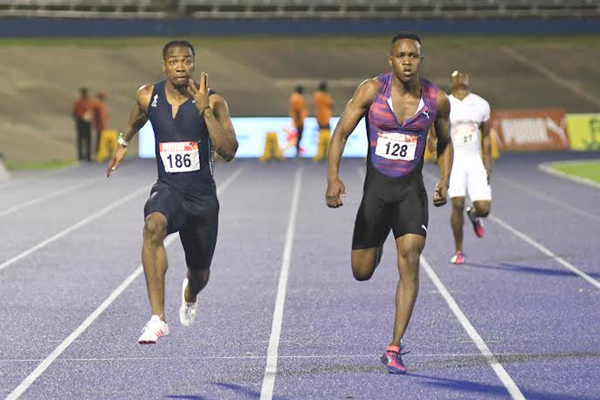 Yohan Blake (l) on the way to the Jamaican 100m title in Kingston (Bryan Cummings from the Jamaica Observer)