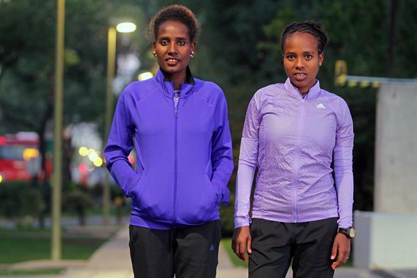 Ehitu Kiros and Goitetom Haftu ahead of the 2015 Santiago de Chile Marathon ( Oscar Muñoz Badilla)