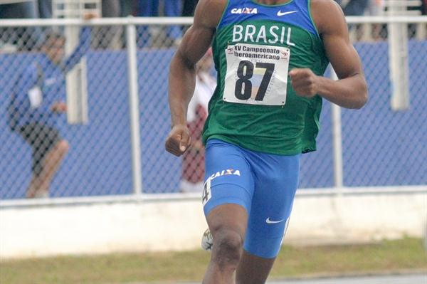 Anderson Henriques on the way to the Ibero American 400m title (Eduardo Biscayart)