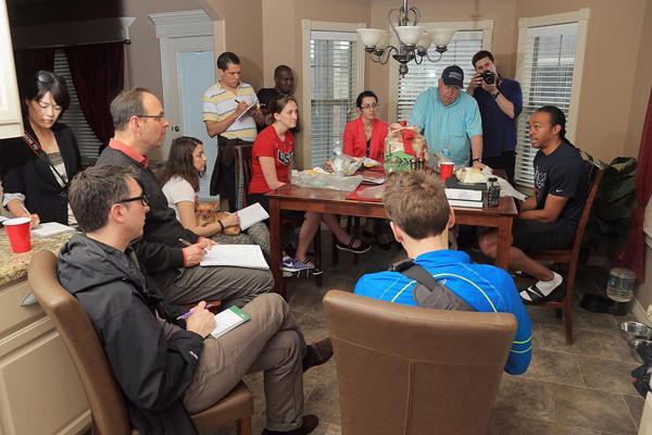 Aries Merritt talks to journalists (Getty Images)