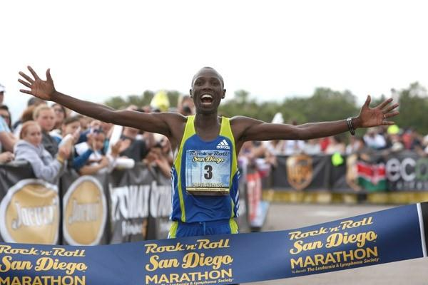 First career marathon victory for former World 5000m champion Richard Limo (Victah Sailer)