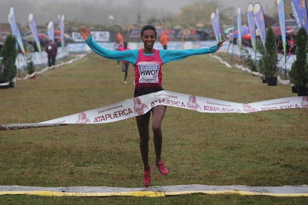 Hiwot Ayalew wins at the 2013 Cross Internacional de Atapuerca (Miguel Alfambra 'Fundación ANOC'.)