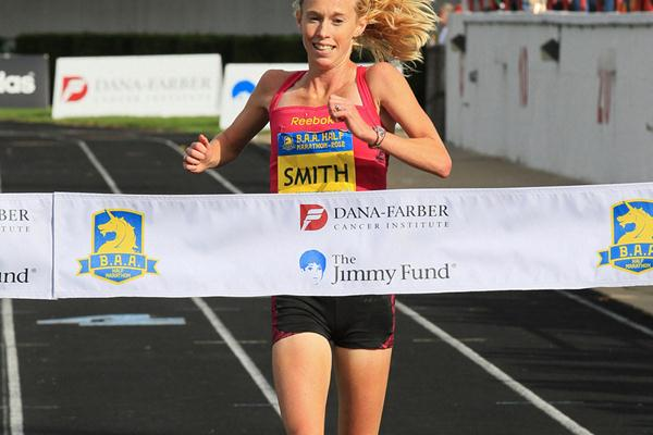 Kim Smith winning the Boston Half Marathon (Victah Sailer / PhotoRun)