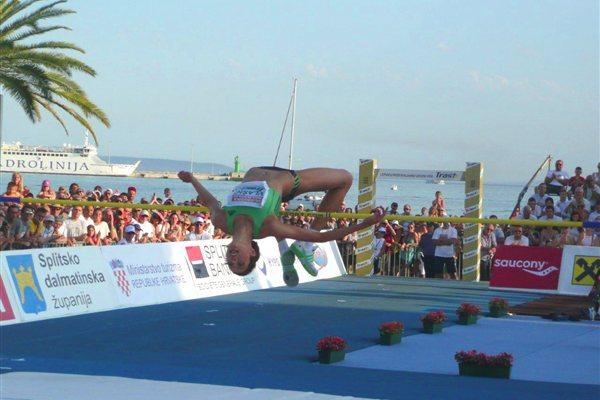 Blanka Vlasic tops 2.00m on Split's seaside Riva (Hrvoje Sliskovic)
