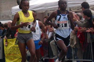 Prisca Jepleting (right), en route to her win in the Dongio  5 Km (Igor Bernasconi)