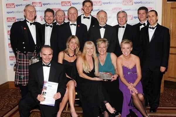 Edinburgh XC award:Left to right, Alan Potts, Geoff Wightman, Paul Bush - behind , Gavin Lightwood, Ross Cunningham, Alex Jackson, Ron Morrison, Paul Hardy, David Wardrop, front row - Stuart Mullen, Katy Anderson, Cherry Alexander, Liz Mendl, Liz McColgan (IAAF.org)