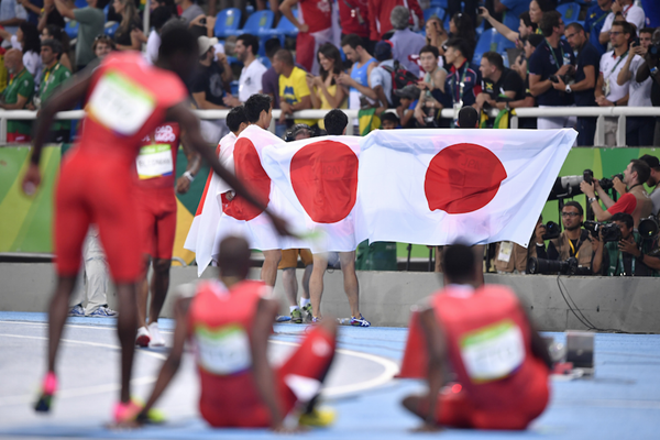 Japanese 4x100m relay celebrates in Rio (AFP / Getty Images)