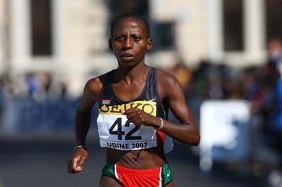 Evelyne Kimwei of Kenya in action in the 2006 IAAF World Road Running Championships (Getty Images)