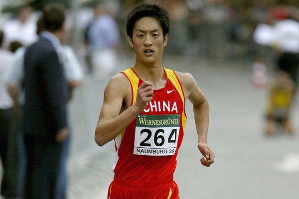 Sun Chao on his way to winning the junior men's 10km at the 2004 IAAF World Race Walking Cup in Naumburg (Getty Images)