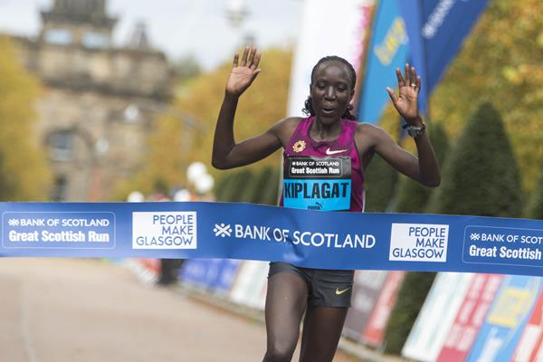 Edna Kiplagat winning in a course record at the 2014 Great Scottish Run (organisers)
