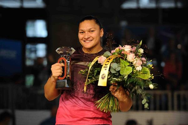 Valerie Adams after winning the Diamond Race at the 2013 IAAF Diamond League meeting in Zurich  (Jiro Mochizuki)