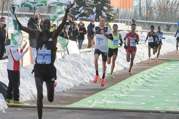 Oscar Chelimo takes the 2020 Boclassic (Organisers/Mosna)