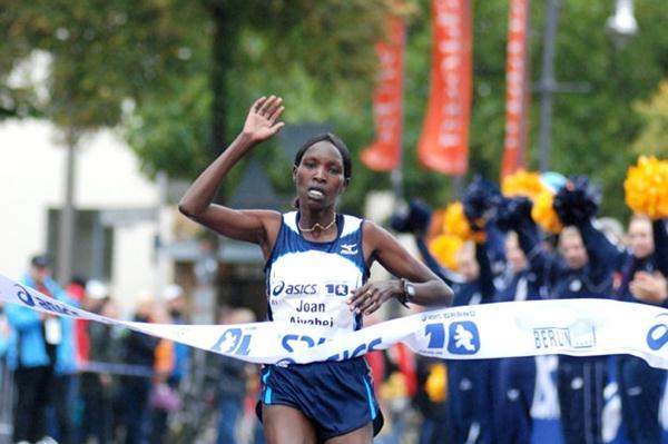 Joan Aiyabei winning the Berlin 10 (berlin-runs.com/P. Dera)