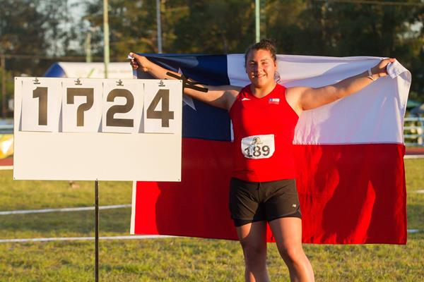Dayna Toledo of Chile after setting the South American youth record in the shot put (Oscar Muñoz)