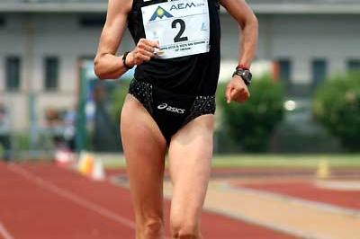 A joyful Kjersti Plätzer about to set a national record in Sesto San Giovanni (1:27:41) (Lorenzo Sampaolo)
