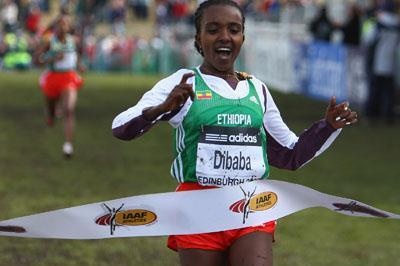 All smiles - Tirunesh Dibaba returns to the victory circle - Edinburgh 2008 (Getty Images)