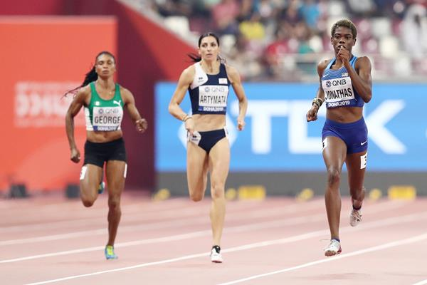 Wadeline Jonathas (r) at the World Championships in Doha (Getty Images)