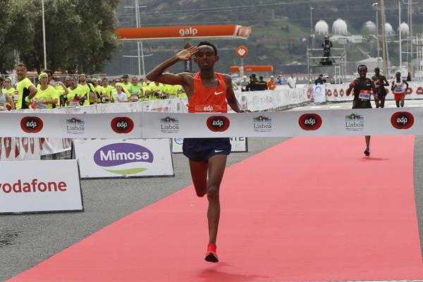 Mosinet Geremew collects a convincing victory at the Lisbon Half Marathon (Organisers)