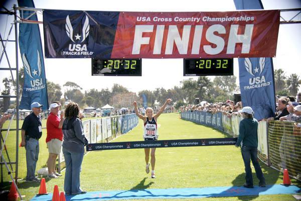 Jordan Hasay taking the US junior title in San Diego (Andrew McClanahan/Photo Run)