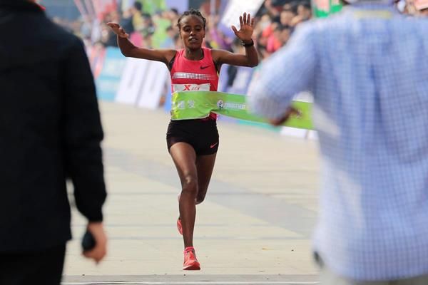 Mare Dibaba winning at the Xiamen International Marathon (Organisers)