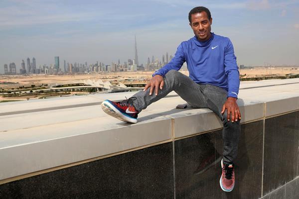 Kenenisa Bekele ahead of the 2017 Dubai Marathon (Giancarlo Colombo / organisers)