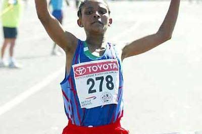 Genet Getaneh wins the women's race in the 2004 Great Ethiopian Run (Mark Shearman)