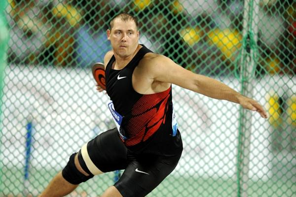 Gerd Kanter spins to a world-leading 67.49m in Doha (Jiro Mochizuki)