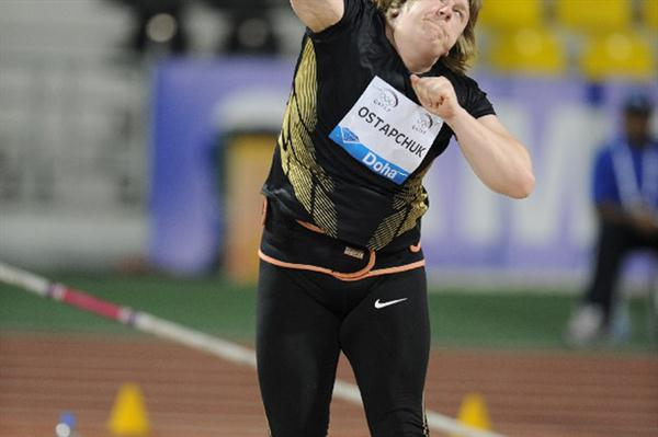 Nadezhda Ostapchuk puts at the 2012 Samsung Diamond League in Doha (Jiro Mochizuki)