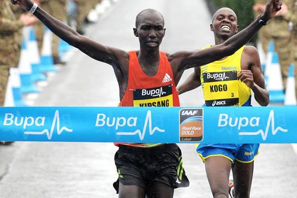 Wilson Kipsang holds off Micah Kogo at the Great North Run (Mark Shearman )