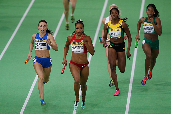 USA's Natasha Hastings leads the 4x400m at the IAAF World Indoor Championships Portland 2016 (Getty Images)