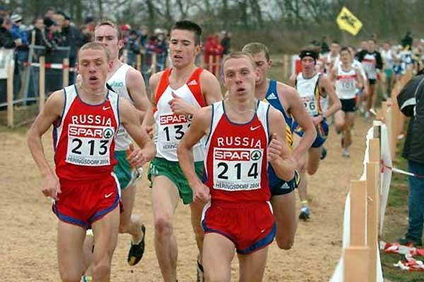 Junior men -  Barnabás Bene stalks the Rybakov brothers - 2004 Euro XC (Hasse Sjögren)