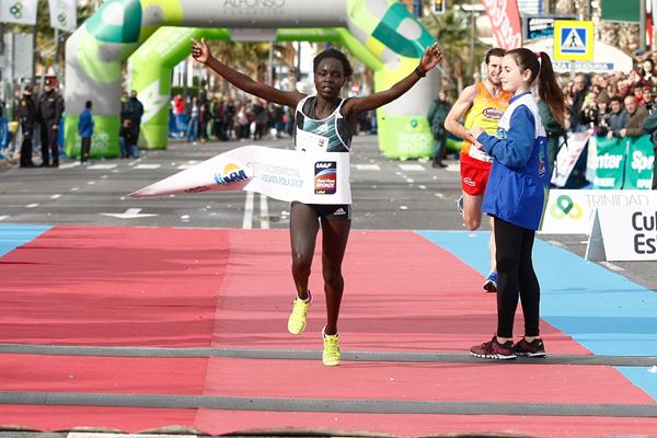 Antonina Kwambai wins the Santa Pola International Half Marathon (Diario Información)