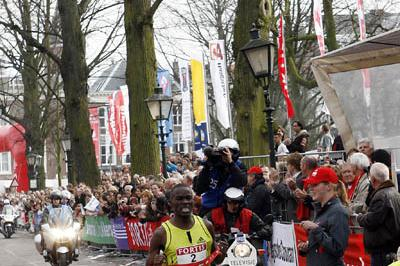 Patrick Makau Musyoki winning in The Hague (organisers)