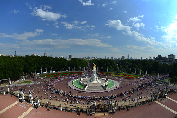 Athletes in action outside Buckingham Palace in London (Getty Images)