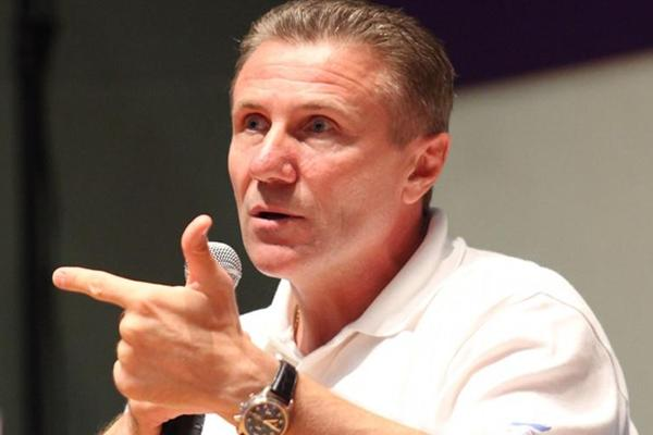 IAAF Senior Vice President Sergey Bubka shares his experiences with athletes at the Chat with Champions session at the Youth Olympic Village in Singapore (SPH-SYOGOC/ Law Kian Yan)