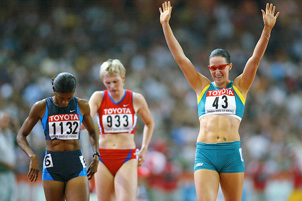 Jana Pittman after winning the 400m hurdles at the 2003 IAAF World Championships in Paris (Getty Images)