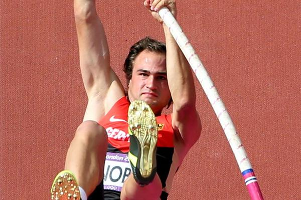 Jan Felix Knobel of Germany competes during the Men's Decathlon Pole Vault of the London 2012 Olympic Games on August 9, 2012 (Getty images)