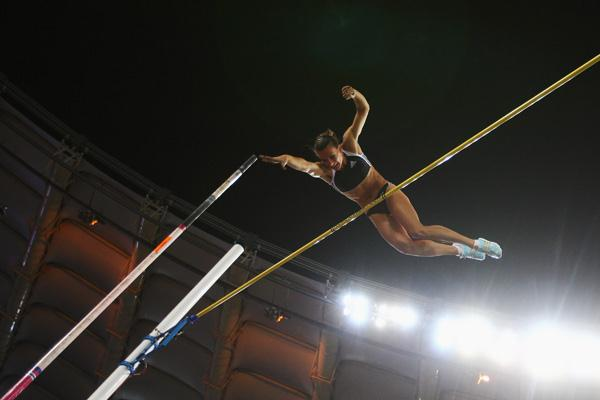 Yelena Isinbayeva sails over 5.03m in Rome (Getty Images)
