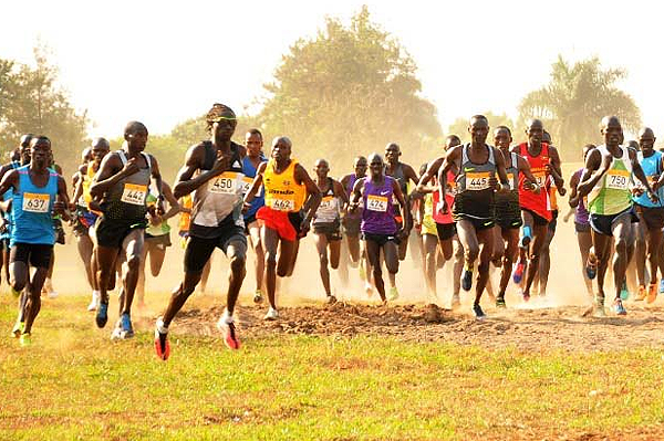 Eventual winner Joshua Cheptegei (second from left, 442) in the senior men's race at the Ugandan Cross Country Championships (Organisers)
