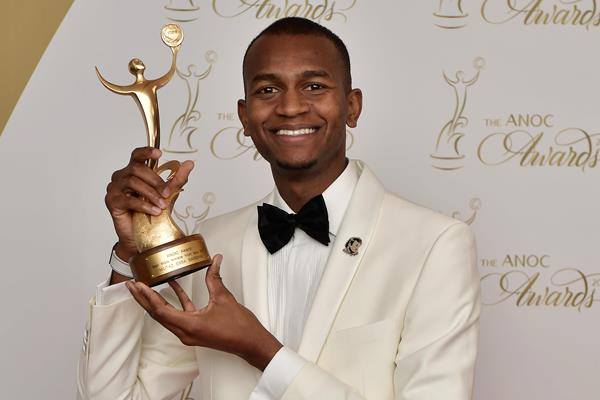 Mutaz Barshim with his ANOC 2017 Best Male Athlete from Asia award (Getty Images)