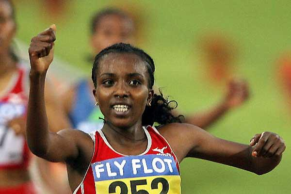 Tirunesh Dibaba punches the air with delight after her Rome win (AFP / Getty Images)