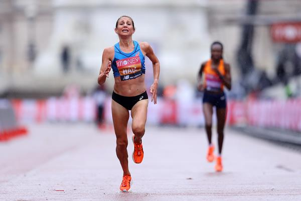 Sara Hall overtakes Ruth Chepngetich to finish second at the London Marathon (Getty Images)