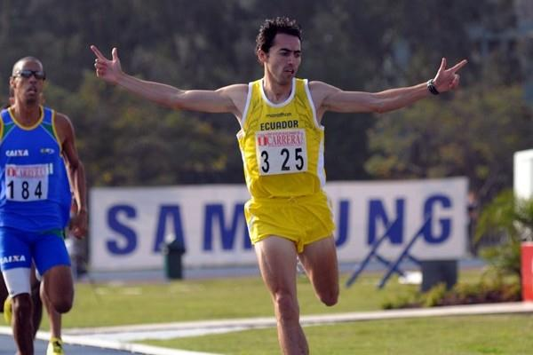 Bayron Piedra of Ecuador takes the South American 1500m title in Lima (Eduardo Biscayart)